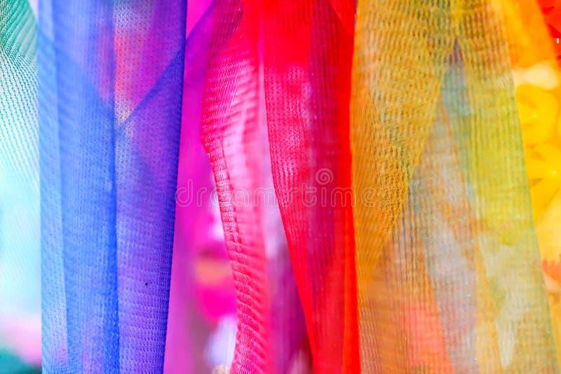 La guirlande en plastique thaïlandaise colorée, peut être trouvée à n'importe quel Temp bouddhiste images libres de droits