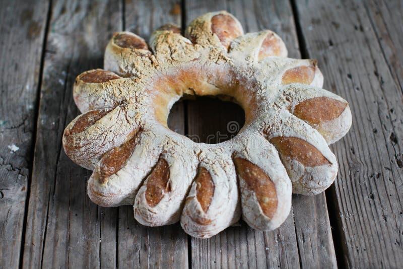 La guirnalda del pan, artesano formó el pan del centeno foto de archivo