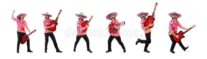 La guitarra que blande masculina mexicana aislada en blanco foto de archivo libre de regalías