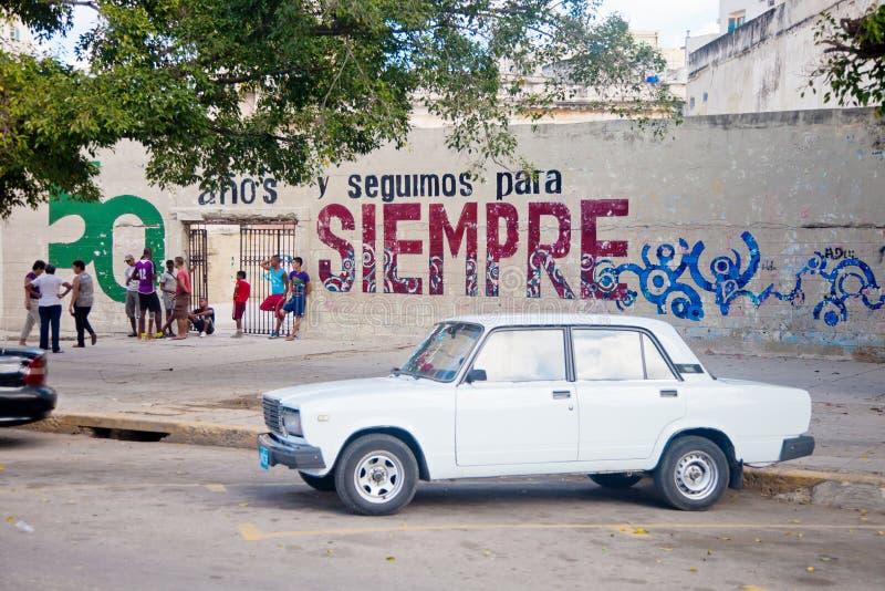 LA HABANA 30 DE DICIEMBRE: Calle en la vieja parte ciudad del 3 de diciembre imágenes de archivo libres de regalías