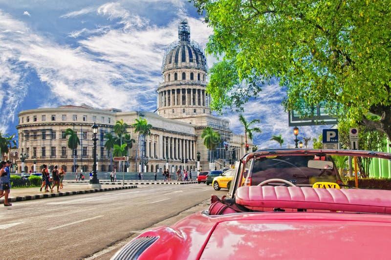 LA HABANA, CUBA - 14 DE JULIO DE 2016 Coche americano clásico del vintage rojo, imagen de archivo libre de regalías