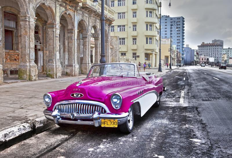 La Habana 27 De Enero De 2013 50 Os Años Del Coche Retro Americano Viejo Del Siglo Pasado Una Vista Icónica En La Ciudad En El Foto Editorial Imagen De Outdoors Iconic 110096326