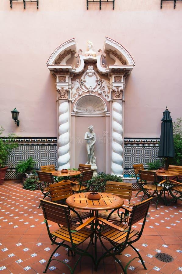 La Habana, patio del hotel viejo imagenes de archivo