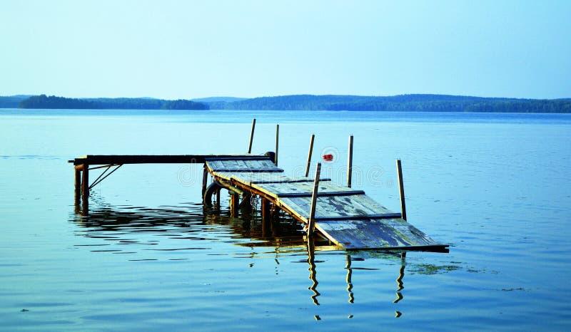 La hausse du niveau d'eau sur le lac image stock