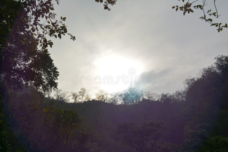 La hausse du soleil photos stock