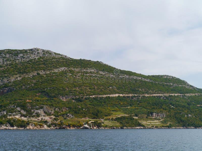 La haute montagne de Peljesac en Croatie image stock