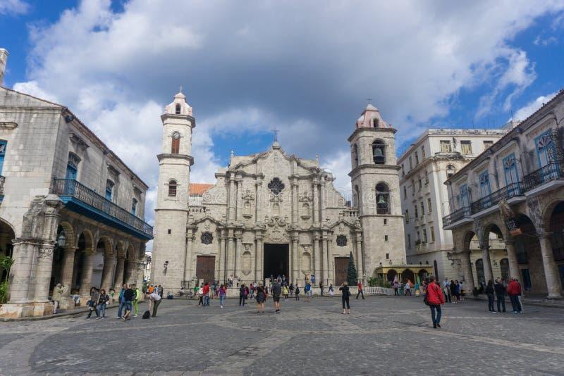 La Havana, Kuba, am 9. Januar 2017: Kathedrale outdooors in Piazza vieja, La Havana Allgemeine Reisebilder stockbild