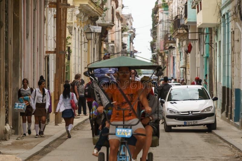 La Havane, Cuba - 9 janvier 2007 : les gens sur les rues de La Havane, Cuba image stock