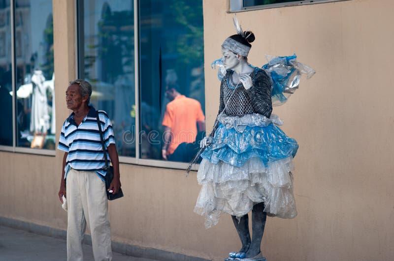 La Havane, Cuba - juillet 2014 : Statue vivante d'une femme avec un custume féerique image stock