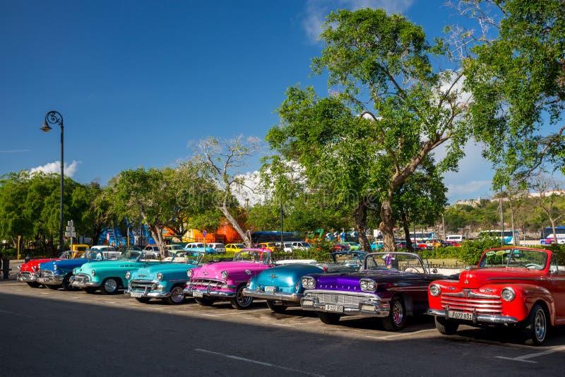 La Havane, Cuba - 29 novembre 2017 Véhicules classiques images stock