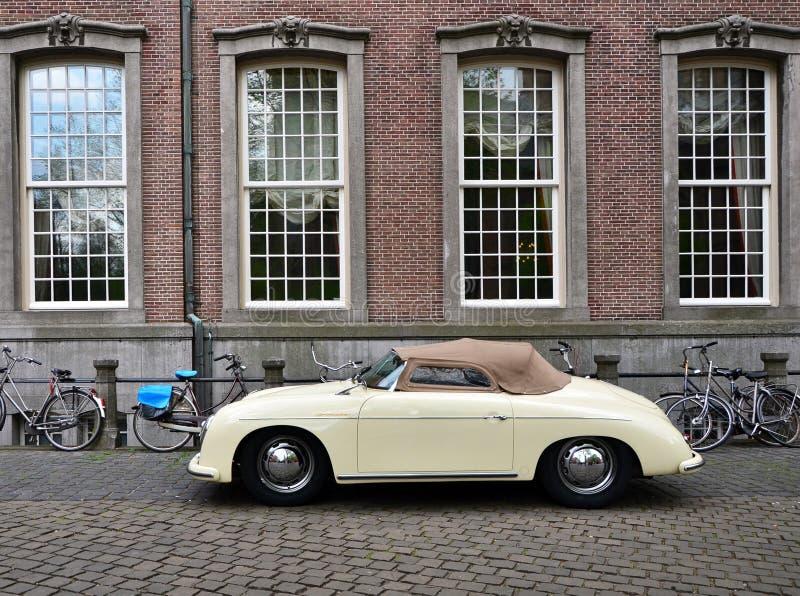 La Haya, Países Bajos - 8 de mayo de 2015: Porsche clásico 356 en La Haya foto de archivo libre de regalías