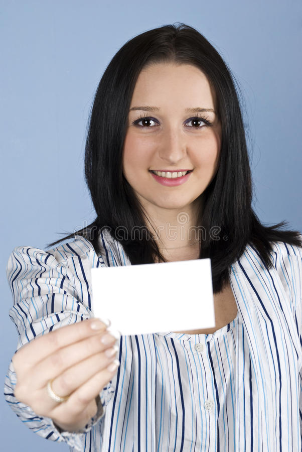 La hembra del asunto da una tarjeta de visita fotografía de archivo libre de regalías
