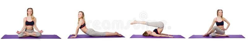La hembra joven que hace ejercicios en blanco foto de archivo libre de regalías