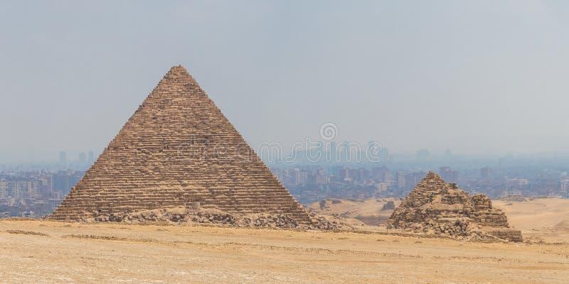 La hermosa vista de la gran pirámide de Menkaure fotografía de archivo