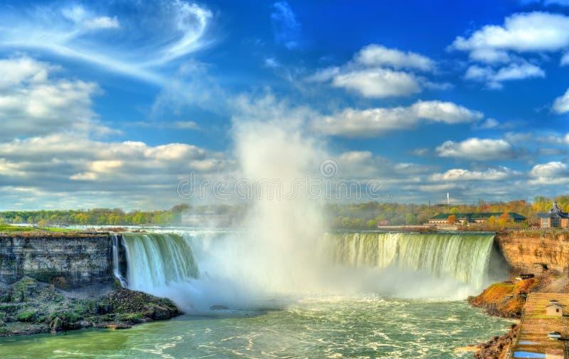 La herradura o el canadiense cae en Niagara Falls imagen de archivo