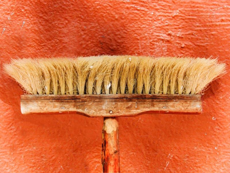 La herramienta un cepillo para barrer del polvo fotos de archivo libres de regalías