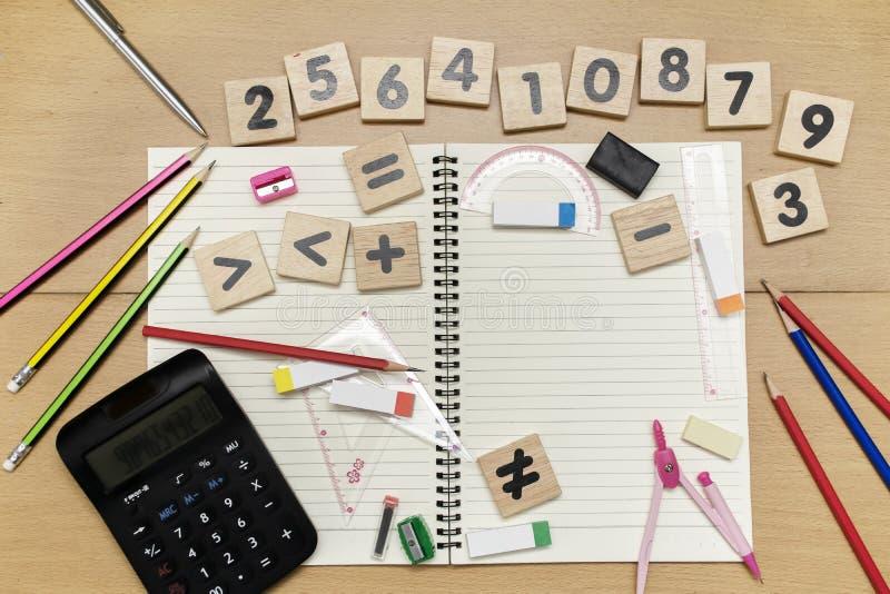 La herramienta y el número de la geometría de las matemáticas para el estudiante en matemáticas clasifican w foto de archivo libre de regalías