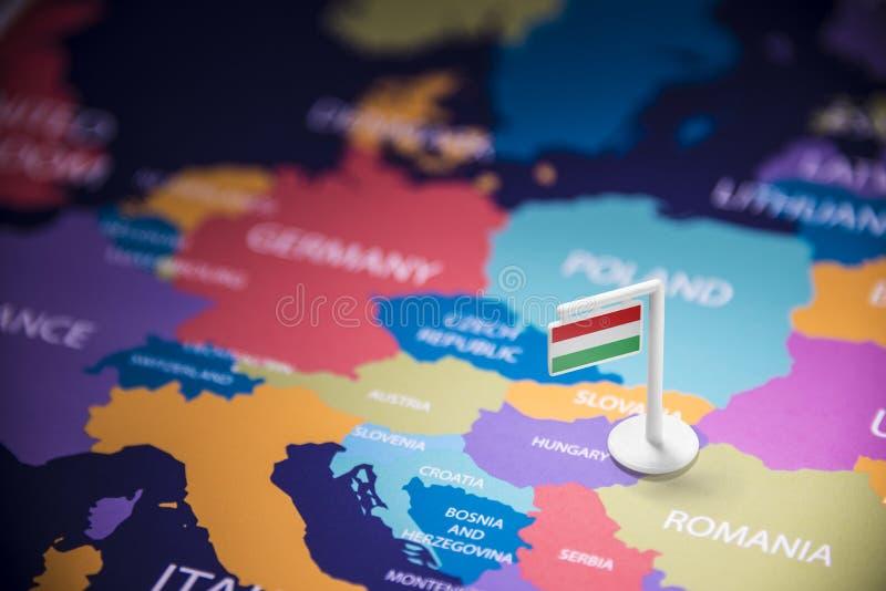 La Hongrie a identifié par un drapeau sur la carte images libres de droits
