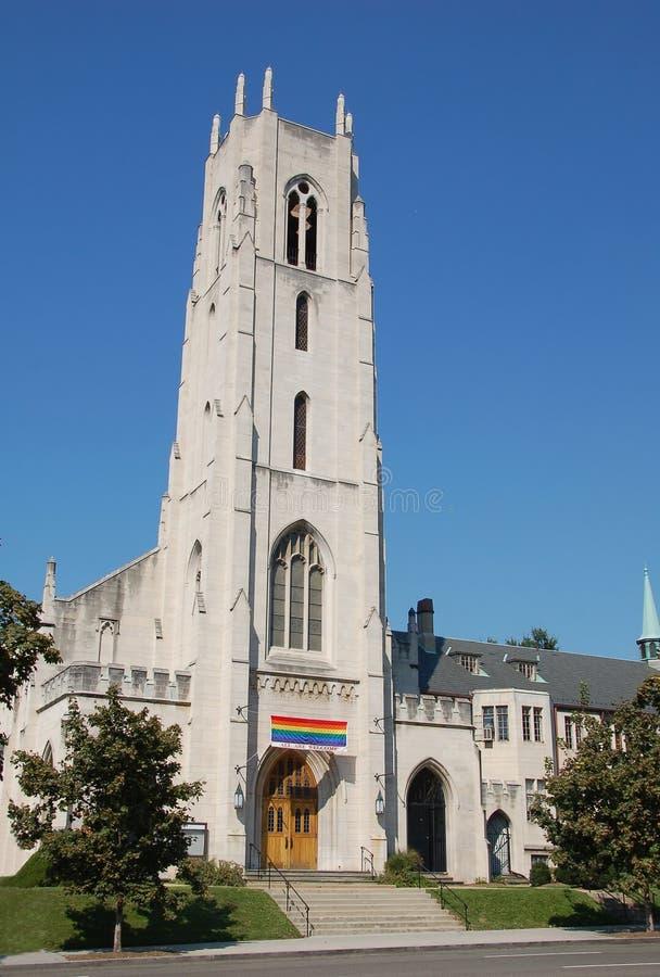 La iglesia acoge con satisfacción a miembros alegres foto de archivo libre de regalías