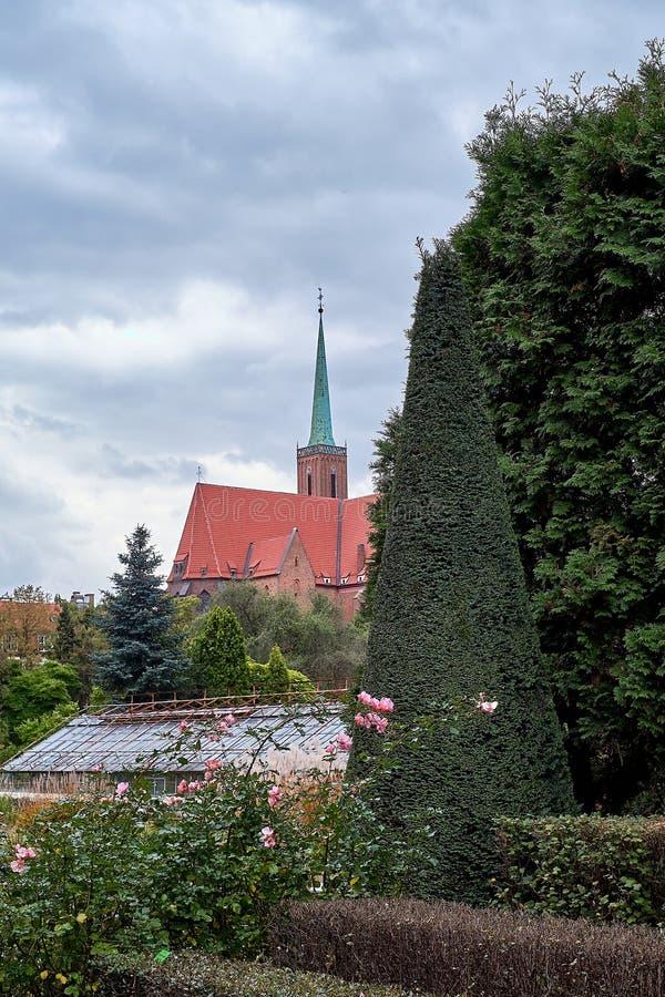 La iglesia colegial de la cruz y del St Bartholomew santos en Ostrow Tumski es una señal de la ciudad de Wroclaw en Polonia fotografía de archivo