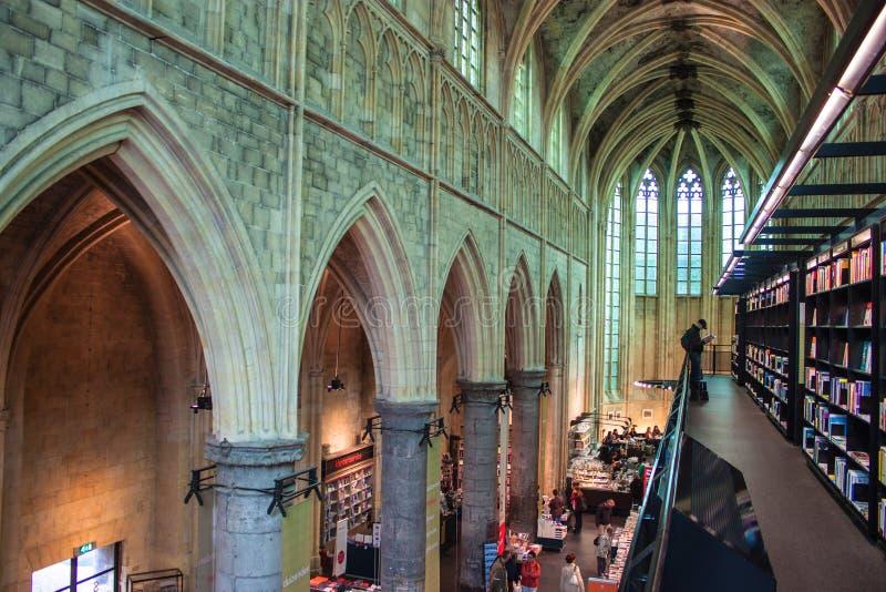 La iglesia convirtió en una librería foto de archivo libre de regalías