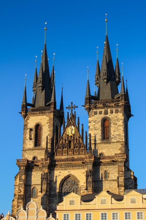 La iglesia de la madre de dios delante de Tyn imagen de archivo