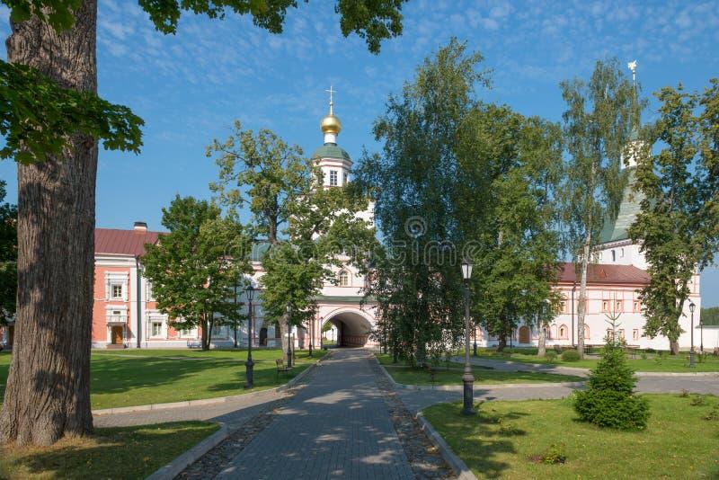 La iglesia de la puerta del arcángel Michael imagenes de archivo