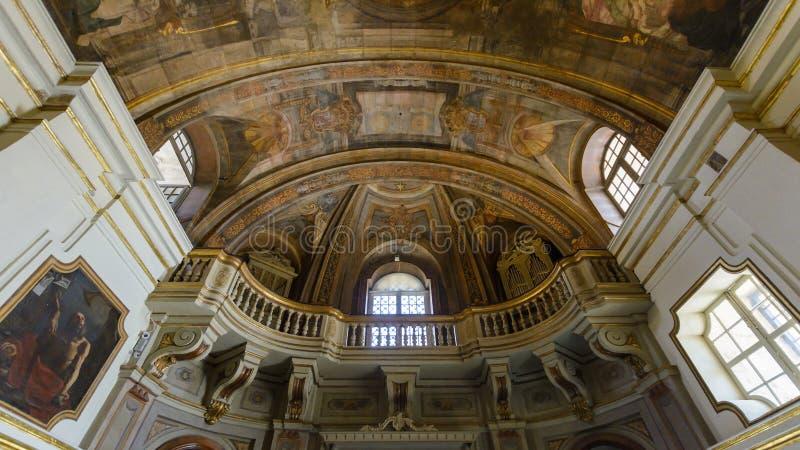 La iglesia de nuestra señora de la victoria - pintura y balcón del techo fotos de archivo libres de regalías