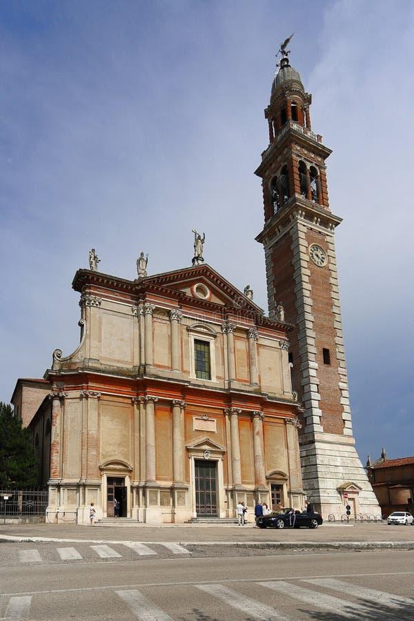 La iglesia de Santa Sofia, Duomo di Lendinara es una iglesia católica romana en la ciudad, en la provincia de Rovigo, región de foto de archivo libre de regalías