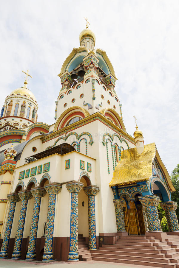 La iglesia de St Vladimir igual a los apóstoles imagenes de archivo