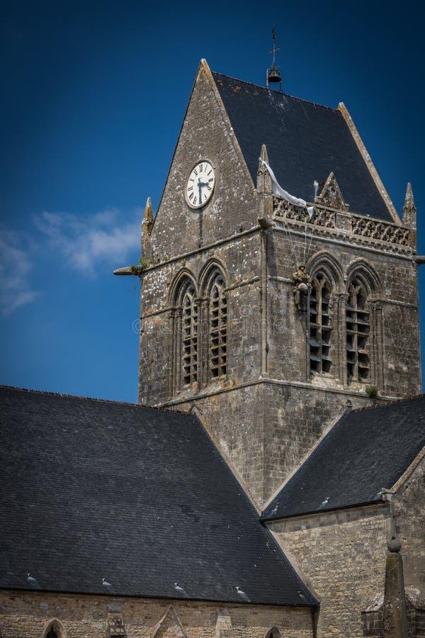La iglesia del glise del ‰ de Sainte-Mère-à en Normandía, Francia imagen de archivo libre de regalías