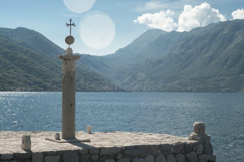 La iglesia en el mar imagen de archivo libre de regalías