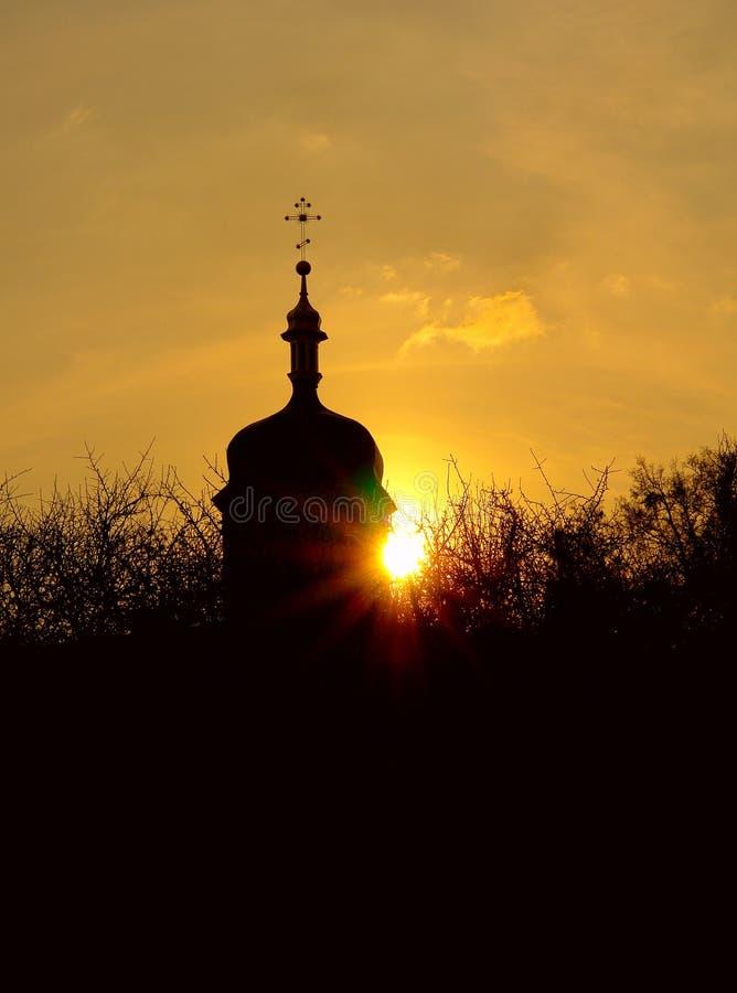 La iglesia en la puesta del sol imagen de archivo libre de regalías