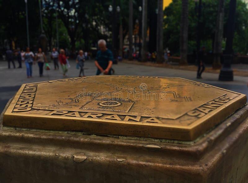 la iglesia hermosa fría moutaing enciende el monumento el Brasil el Brasil de la ciudad fotos de archivo libres de regalías