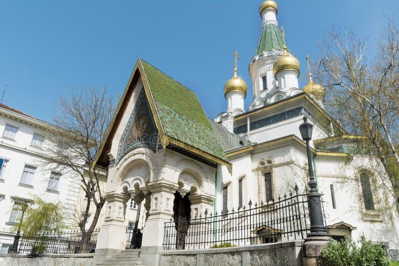 La iglesia rusa en Sofía, Bulgaria - ascendente cercano imagenes de archivo