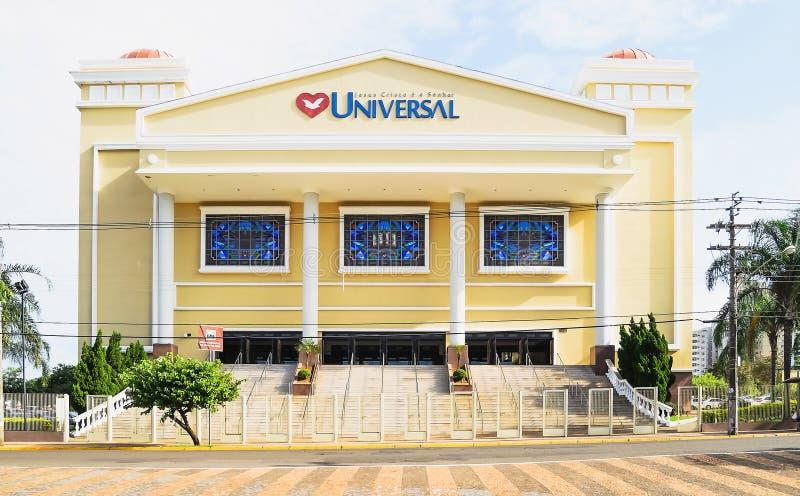 La iglesia universal grande en el centro de la ciudad el universal llamado de Igreja contiene fotos de archivo libres de regalías