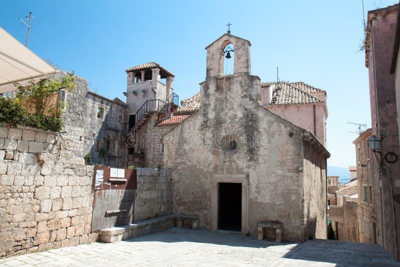 La iglesia y Marco Polo se elevan - Korcula, Croatia fotos de archivo