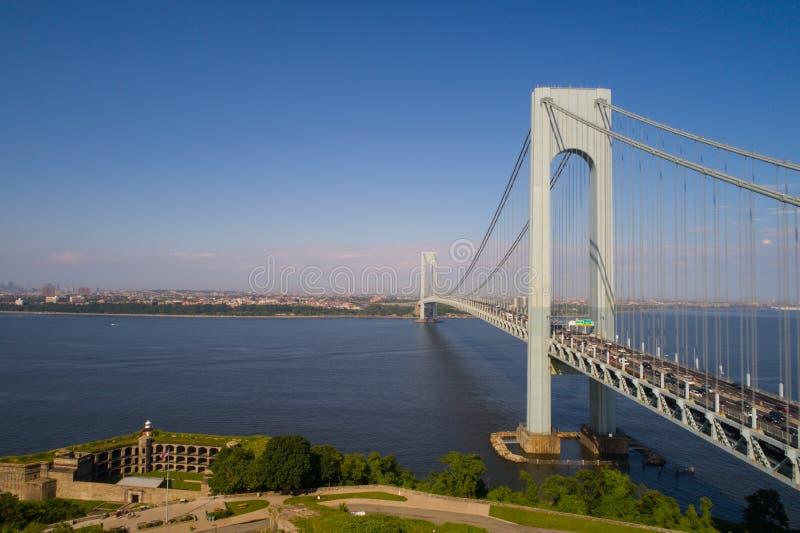 La imagen aérea de los estrechos de Verrazano tiende un puente sobre Nueva York imágenes de archivo libres de regalías
