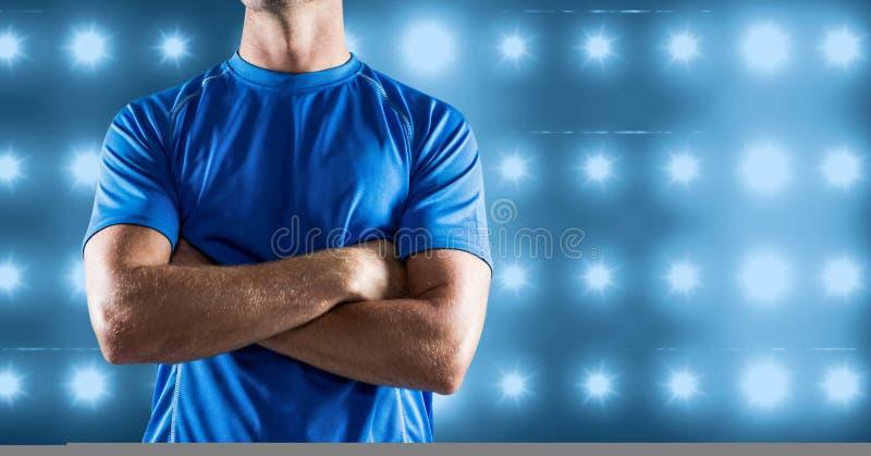 La imagen compuesta del torso de la aptitud del hombre contra azul iluminó el fondo ilustración del vector