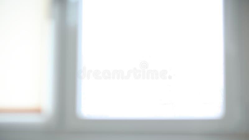 La imagen de fondo es una ventana grande en la oficina fotografía de archivo