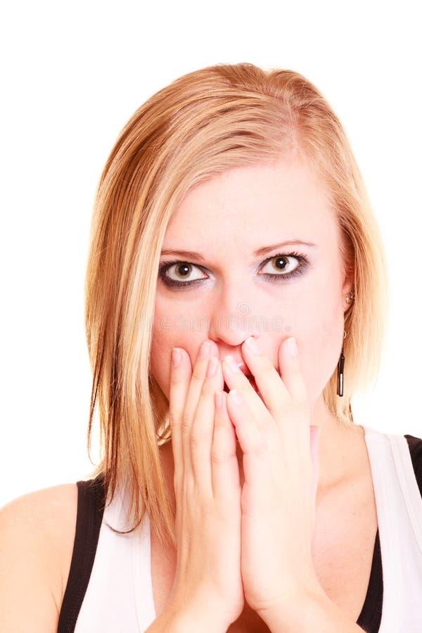 La imagen de la mujer sorprendente con entrega la boca imagen de archivo