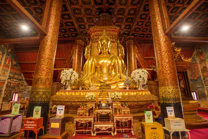 La imagen de oro de Buda de 4 direcciones en Wat Phu Min imagenes de archivo