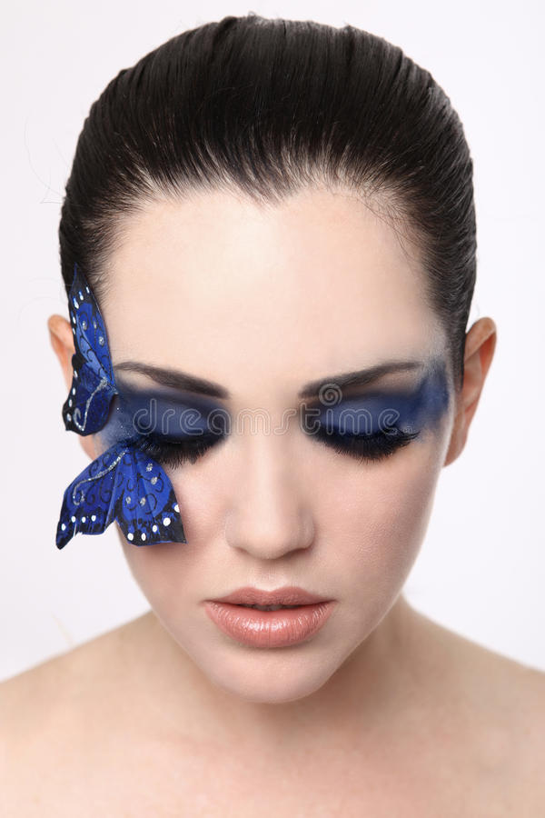 La imagen limpia de la mujer de A con la mariposa compone fotos de archivo