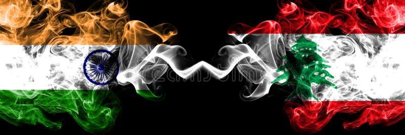 La India contra Líbano, banderas libanesas del humo colocadas de lado a lado Banderas sedosas coloreadas gruesas del humo del in libre illustration