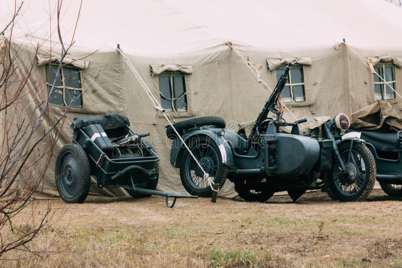 La infantería del trofeo Cart y la motocicleta de Wehrmacht imagen de archivo