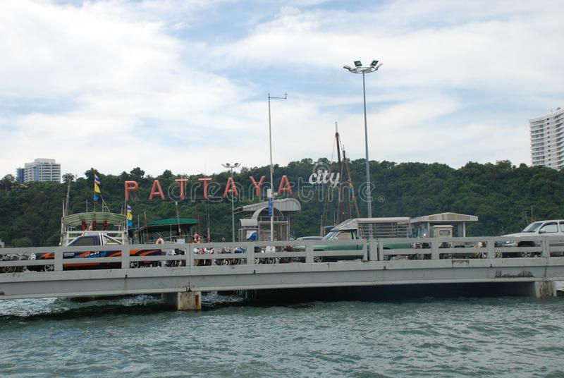 la inscripción de la ciudad de Pattaya por el mar fotografía de archivo libre de regalías