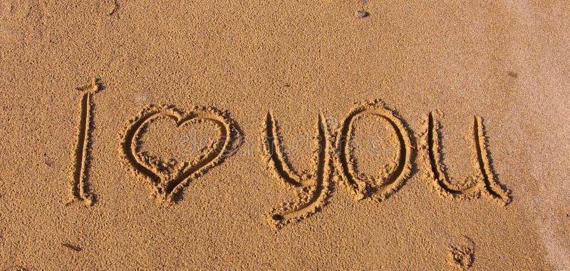 La inscripción en la arena - te amo fotografía de archivo