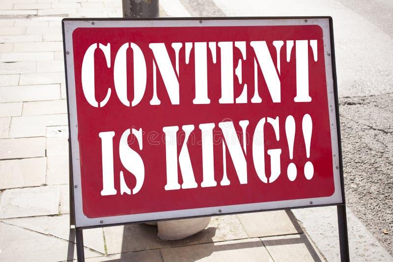 La inspiración conceptual del subtítulo del texto de la escritura de la mano que muestra el contenido es rey Concepto del negocio imagenes de archivo