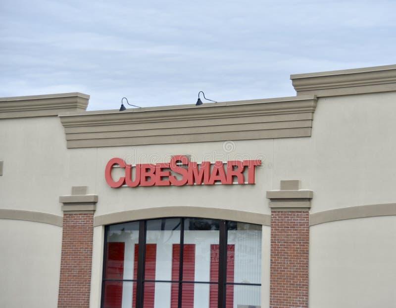 La instalación del almacenamiento de CubeSmart foto de archivo