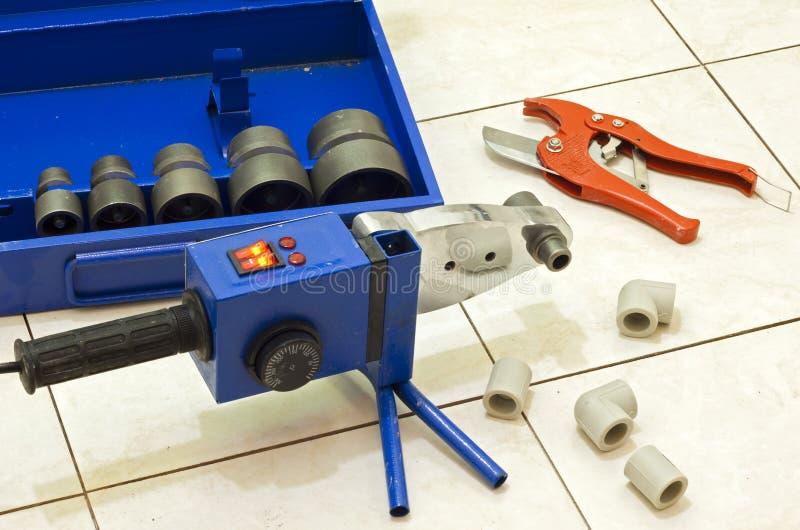 La instalación del plástico transmite la máquina del soldador imágenes de archivo libres de regalías